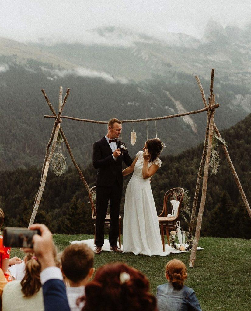 décoration mariage en extérieur à la montagne